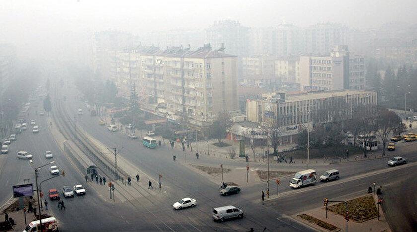 Konya'da yoğun sisle birlikte ağır koku oluştu.