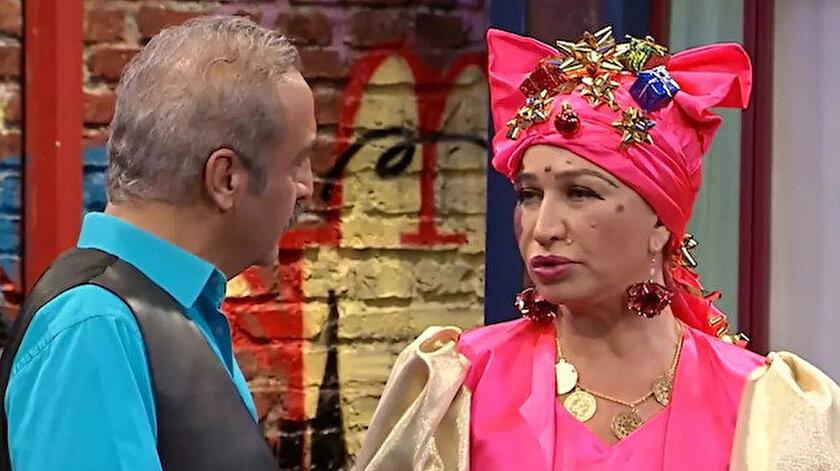 Bir Demet Tiyatro'nun başrol oyuncuları olan Yılmaz Erdoğan ve Demet Akbağ
