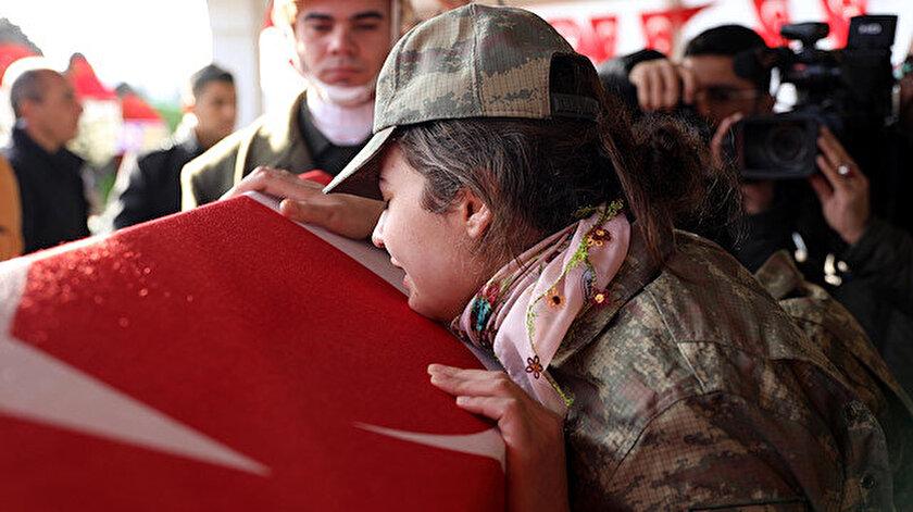 Şehit uzman çavuş Erol Yanık'ı, nişanlısı askeri kıyafetle uğurladı.