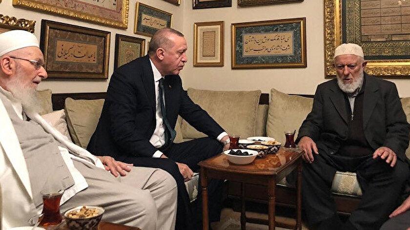 Kamuoyunca Hasan Efendi olarak bilinen Hasan Kılıç, Cumhurbaşkanı Erdoğan ve Ahmet Ustaosmanoğlu.