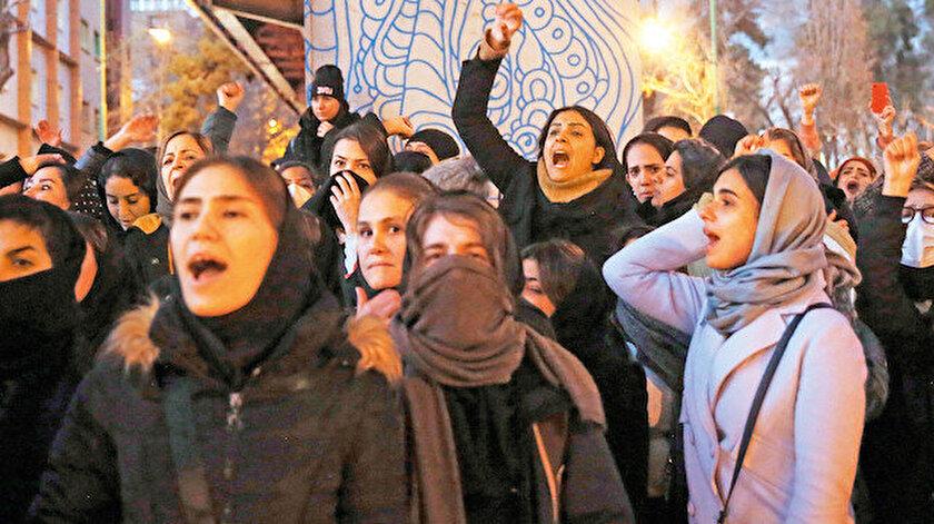 İran'da Kasım Süleymani suikastıyla kesintiye uğrayan rejim karşıtı gösteriler yeniden alevlendi.