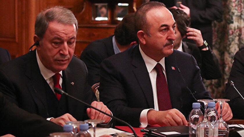 Milli Savunma Bakanı Hulusi Akar ve Dışişleri Bakanı Mevlüt Çavuşoğlu.