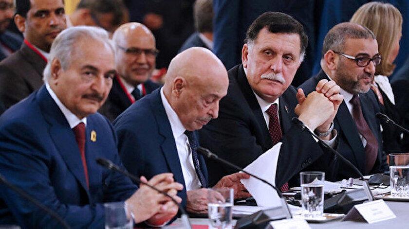 Hafter ile Sarrac daha önce birçok uluslararası toplantıda müzakere masasına oturmuştu ancak Hafter'in tavrı nedeniyle bu müzakerelerden bir sonuç elde edilememişti.