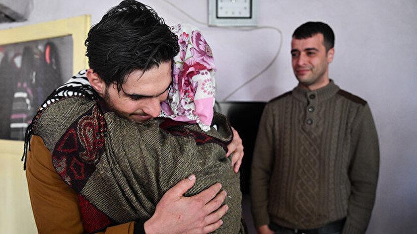 Dürdane Aydın, Mahmud'a sarılıp hıçkırıklara boğuldu.