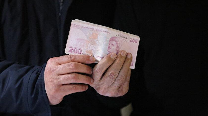 Yardım paketindeki ceketten 10 bin lira çıktı