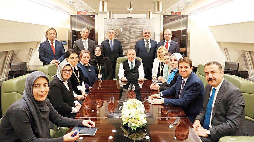 Erdoğan, Senegal dönüşü Yeni Şafak Genel Yayın Yönetmeni İbrahim Karagül ve Yeni Şafak yazarı Ayşe Böhürler'in aralarında olduğu gazetecilere açıklamalar yaptı.