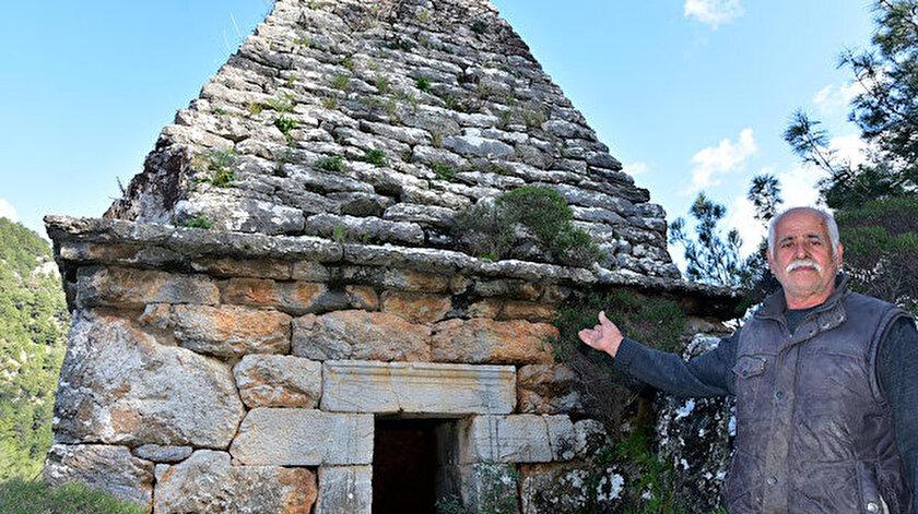 Türbe zannedilen yapı, Türkiye'deki tek piramit mezar olma özelliği taşıyor.