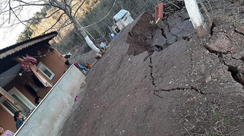 Toprak kayması nedeniyle bir ev boşaltıldı.