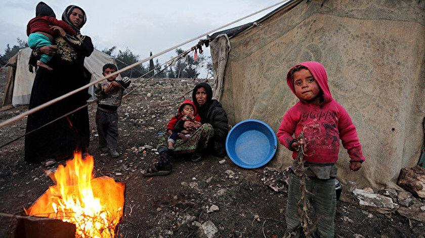 Güney İdlib'den kaçan ve yerinden edilmiş Suriyeli kadınlar ve çocuklar.