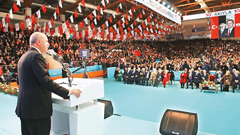 Cumhurbaşkanı Erdoğan, Kahramanmaraş Merkez Spor Kompleksi'nde düzenlenen Kahramanmaraş'ın kurtuluşunun 100.yıldönümü kutlamalarına katıldı.