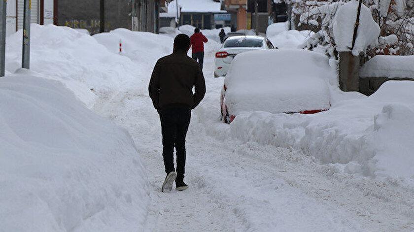 1994'te 120 santimetre olarak ölçüldü. Kentte bu sene ise kar kalığı en yüksek 85 santimetreyi buldu.