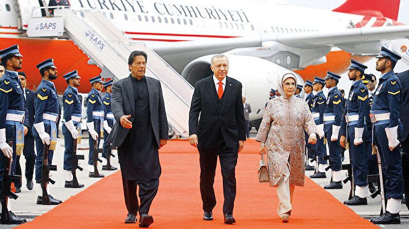 Pakistan Başbakanı İmran Han, Cumhurbaşkanı  Erdoğan'ı Nur Han Hava Üssü'nde karşıladı.
