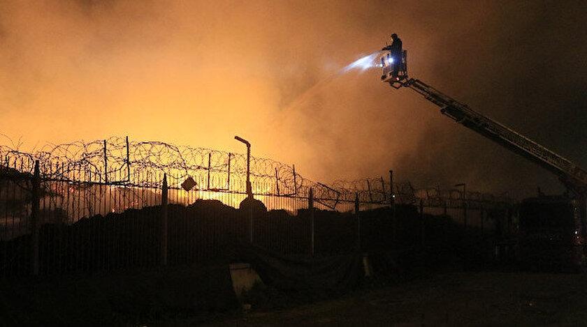 13 Şubat Perşembe günü pamuk yağı imalatı yapan bir fabrikada çıkan yangın 3 gündür sürüyor.
