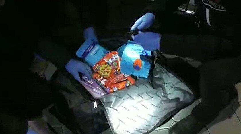 Çay paketlerine gizlenmiş esrar, kokain, skunk gibi uyuşturucu madde ele geçirdi.