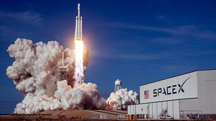 Starlink projesi kapsamında uzaya toplamda 12 bin uydu gönderilmesi planlanıyor.
