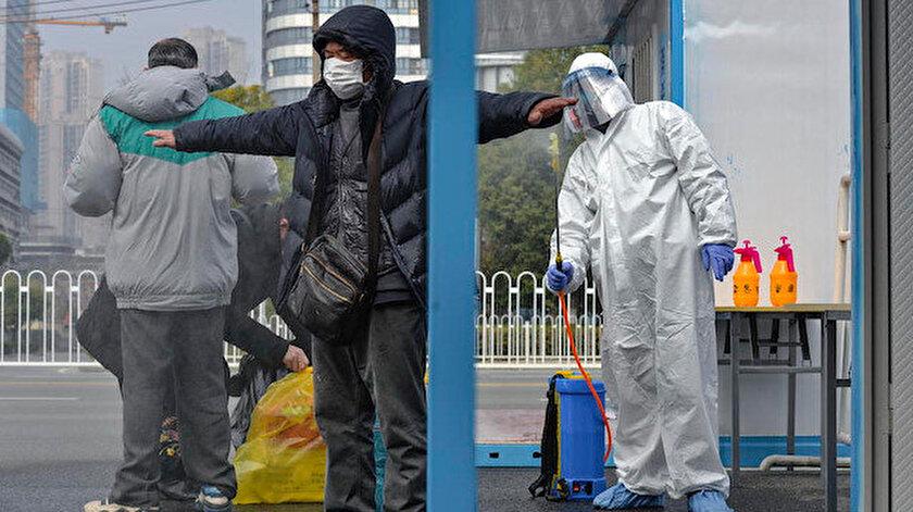 Çin'de virüs nedeniyle ölenlerin sayısı 2 bin 592'ye yükseldi.