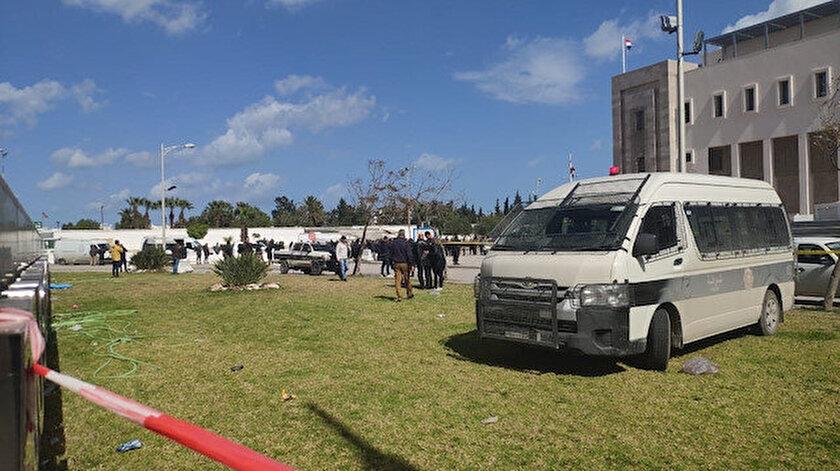 Tunus'taki ABD Büyükelçiliği yakınında motosikletli bir kişi bombalı saldırı gerçekleştirdi.