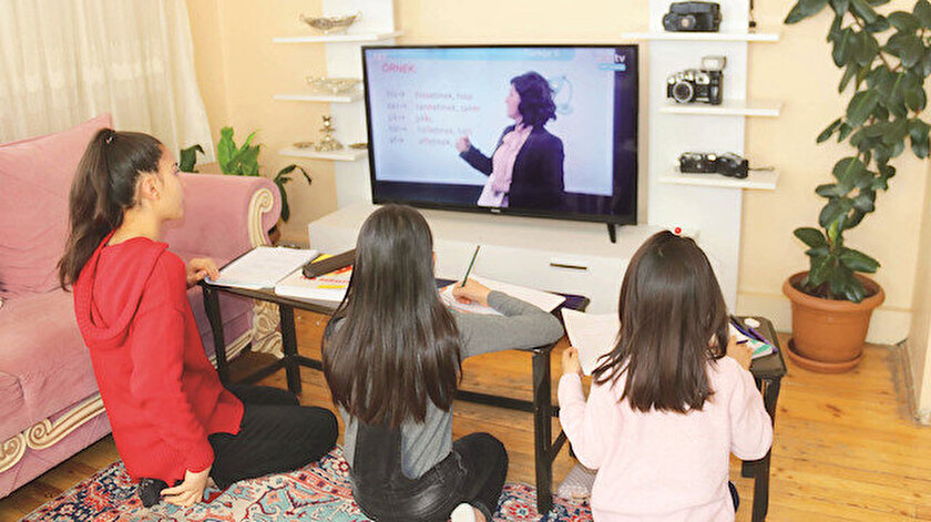 Öğrenciler ders aralarında da 10'ar dakikalık etkinlikler yaptı.