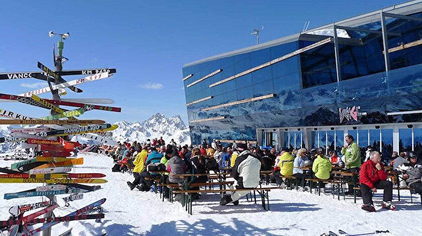 Ischgl kayak merkezine giden turistlerin, ülkelerine koronavirüs taşıdıkları belirtiliyor