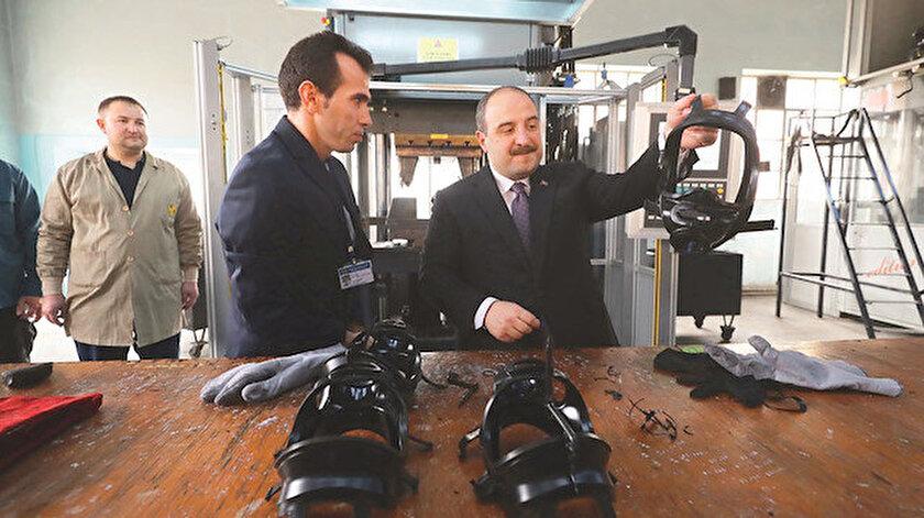 Mustafa Varank (sağ)