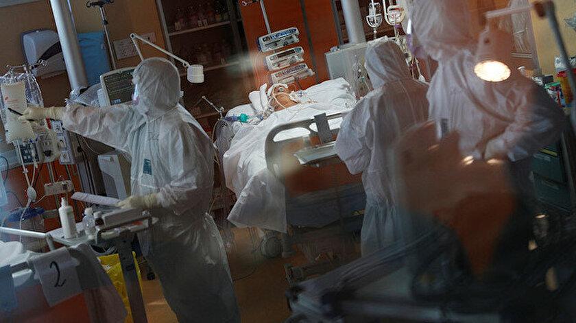 İtalya'da koronavirüs nedeniyle hayatını kaybedenlerin sayısı her geçen gün artıyor.