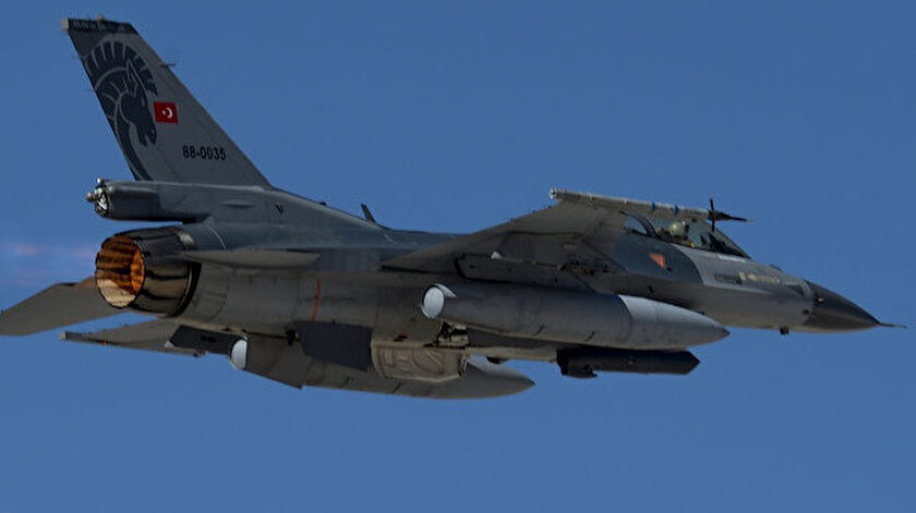 Türk F-16 uçağı.