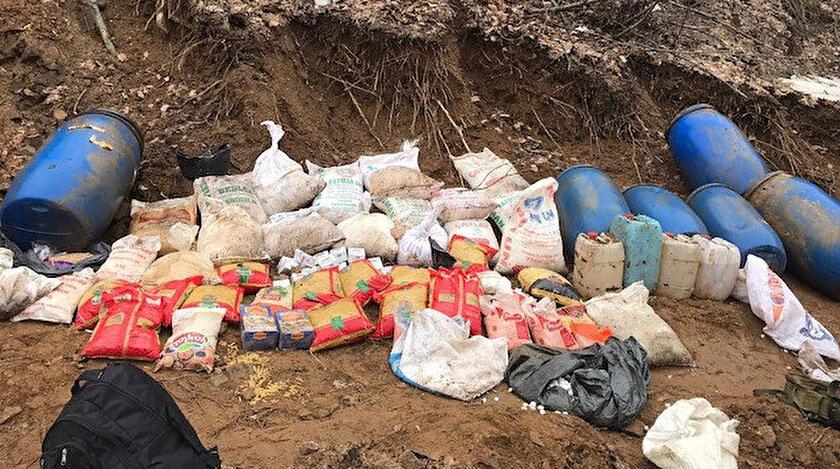 Teröristlere ait çok sayıda gıda malzemesi ele geçirildi.