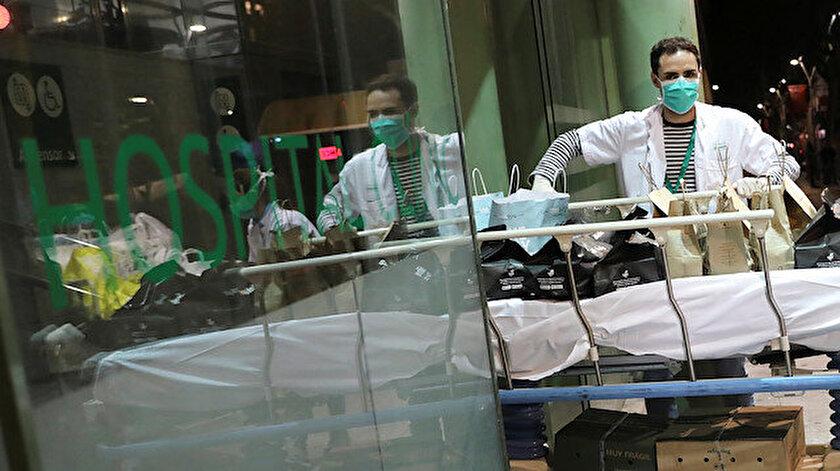 İspanya'da koronavirüs nedeniyle her gün yüzlerce kişi hayatını kaybediyor.