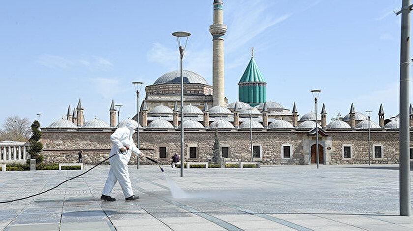 Konya Büyükşehir Belediyesi koronavirüs nedeniyle dezenfeksiyon çalışmalarını sürdürüyor.
