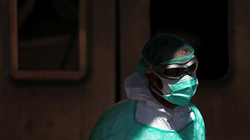 Koronavirüs nedeniyle dünya genelinde hayatını kaybedenlerin sayısı artıyor.