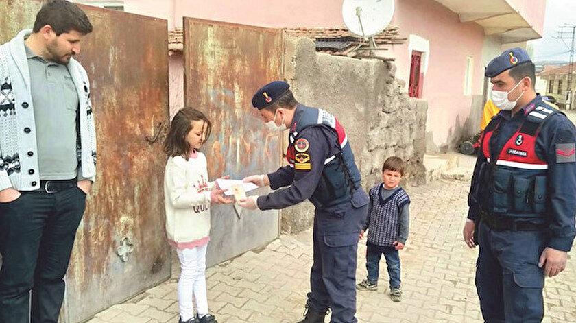 9 yaşındaki Hilal Su Mert, biriktirdiği 120 lirayı kampanyaya bağışladı.