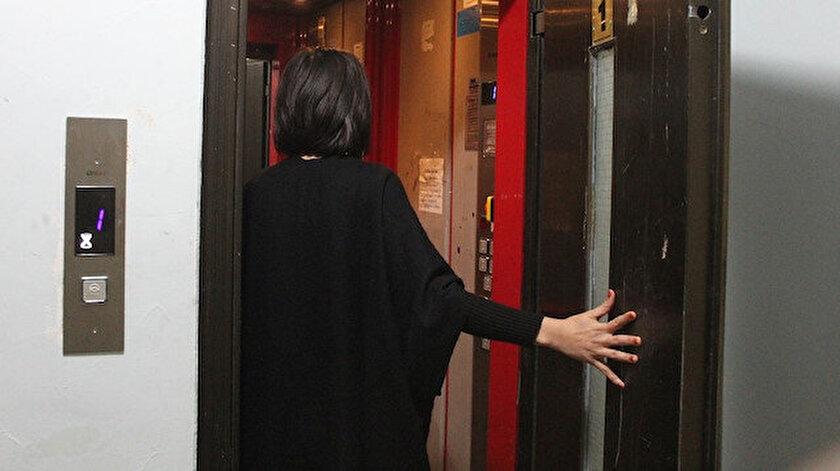 Sinova Sitesi yönetimi sağlık çalışanlarının arka asansörü kullanmasını istedi, tepki topladı.