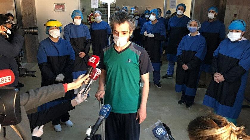 Koronavirüsü yenen doktor Ömer Faruk Bilici alkışlarla taburcu oldu.