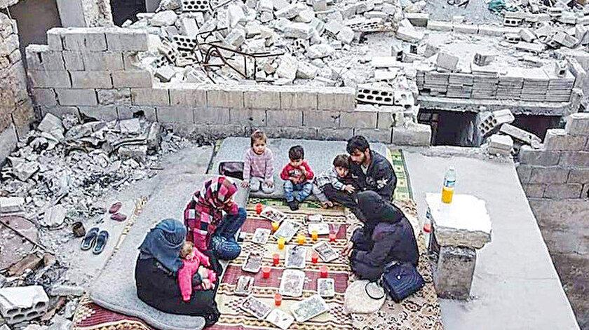 İdlibde hayatta kalma mücadelesi: Evlerinin enkazında iftar yapıyorlar