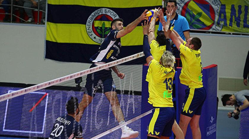 Efeler Ligi'nde Fenerbahçe 58 puan ile zirvede yer alıyor.