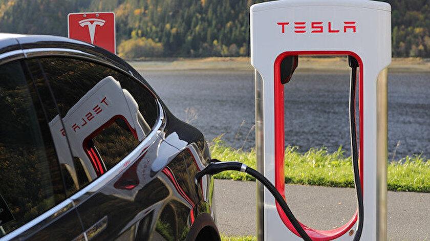 Tesla arabasının bilgisayar donanımını yakın zamanda yükselten kullanıcıların kişisel bilgileri, eBay'de satılıyor olabilir.
