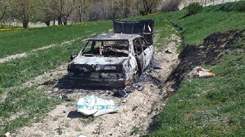 Ateşe verilen araç küle döndü.