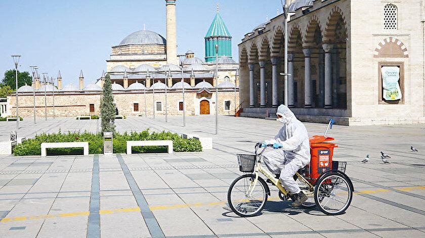 Konya'daki bisikletli ekipler 7 gün 24 saat verdikleri mesai ile toplum sağlığına önemli katkı sağlıyor.