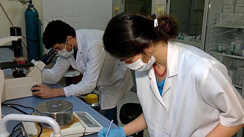 İstanbul Üniversitesi-Cerrahpaşa Viroloji Anabilim Dalı'nda doktora yapan 3 öğrencinin, koronavirüse karşı süren antikor testi ve aşı çalışmalarına TÜBİTAK ve YÖK destek verdi. 