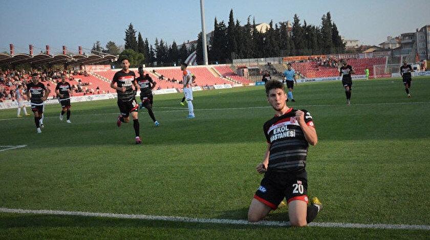 Genç oyuncu bu sezon 1. Lig'de çıktığı 27 maçta 7 gol kaydetti.