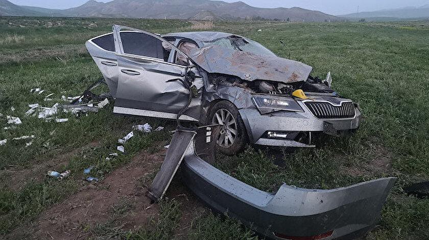 Otomobil, sürücüsünün kontrolünden çıkıp şarampole devrildi.