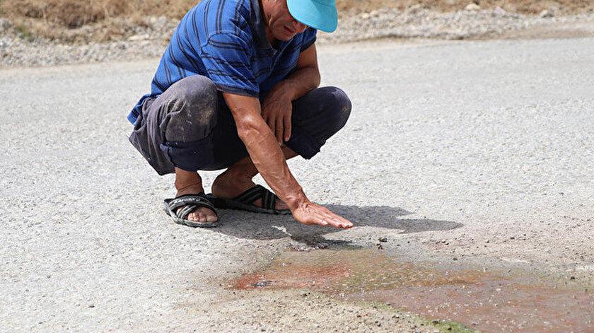 Yolun orta kısmında ve farklı noktalarda kaynar halde gün yüzüne çıkan sıcak suyun ısısı, 70 derece olarak ölçüldü.