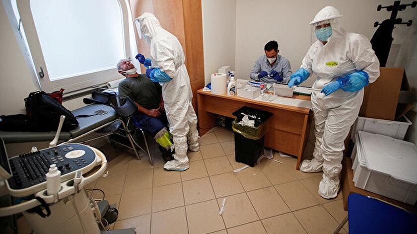 İtalya'da vaka sayısı 228 bin 658 olurken, 32 bin 616 kişi hayatını kaybetti.