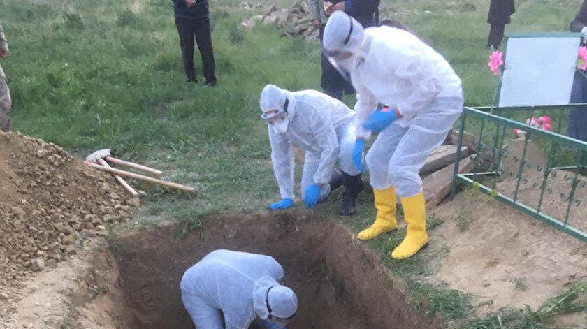 Gizli taziye çadırı nedeniyle koronavirüse yakalanan bir kişi hayatını kaybetti.