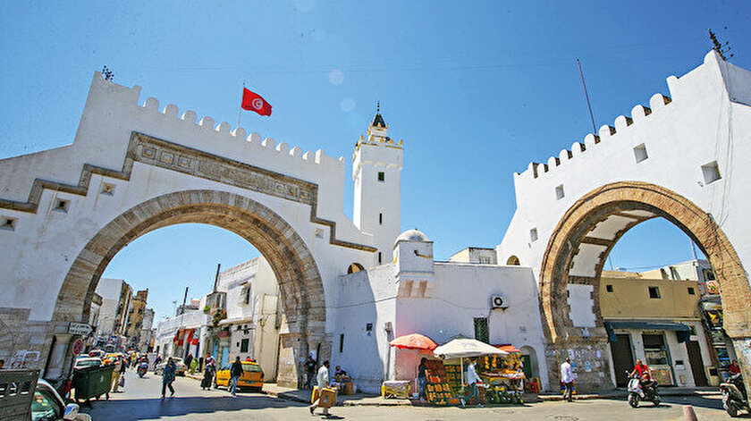 Tunus darbesi kolay değil: BAE sokak isyanlarını alevlendirmek istiyor