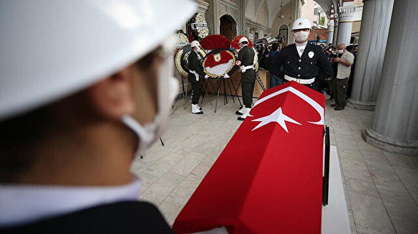 Bursa'da kavgaya müdahale ederken silahla açılan ateş sonucu şehit olan polis memuru Erman Özcan'ın cenazesi toprağa verildi.