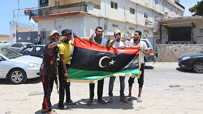 Bölgeler temizlendikten sonra Libyalı siviller evlerine dönüyor.