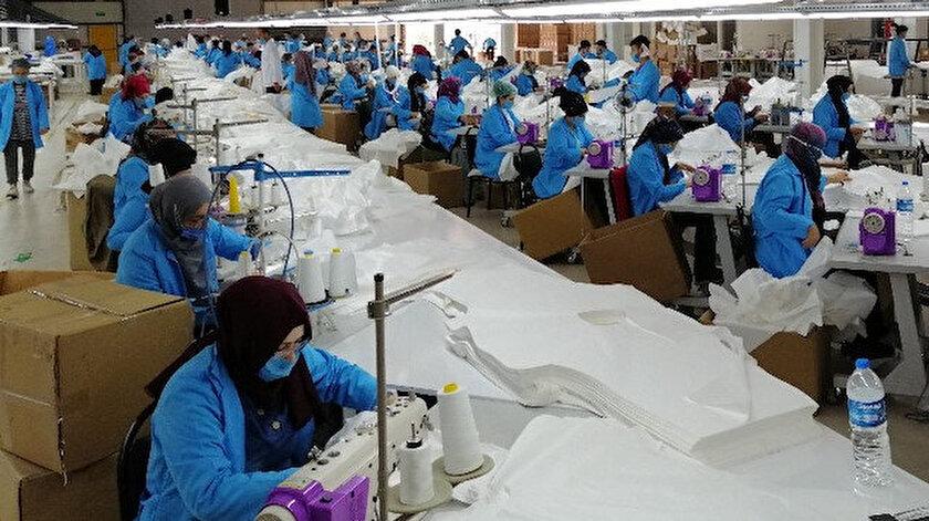 Fabrikada günde 15 bin tulun üretiliyor.