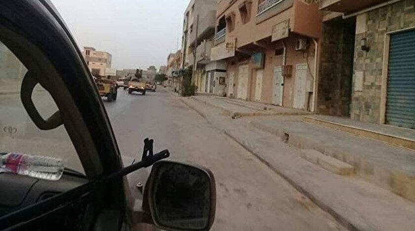 Ordu birliklerinin vilayetten kaçan, Terhune kentindeki Hafter'e bağlı yerel Kaniyat milislerinin peşine düştüğü kaydedildi.
