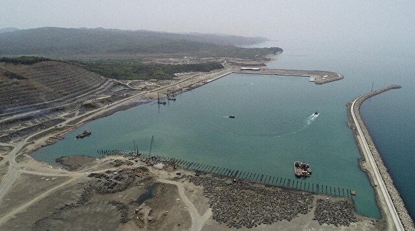 Zonguldak'ta yapımı devam eden 150 yıllık Filyos Projesi'nin liman inşaatında sona yaklaşılıyor.